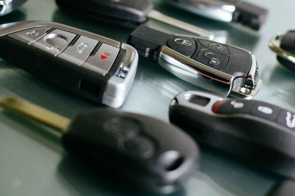 Verschiedene Autoschlüssel-Rohlinge in der Detailansicht